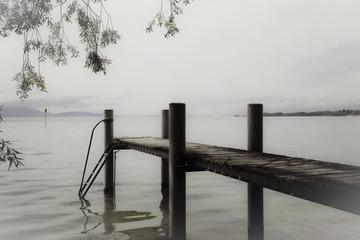 Ponton sur le lac Léman.