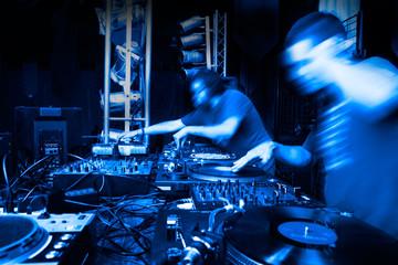 fondo musical con DJs