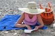 Lesestunde am Strand