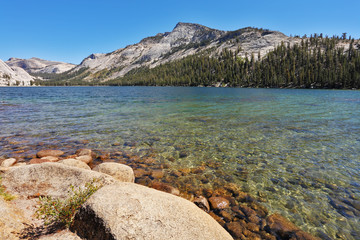 The  huge lake in Yellowstone national park