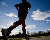 Marathonläufer im Gegenlicht - 27714277