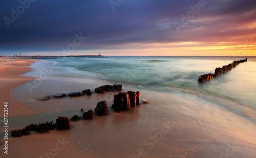 Krásný východ slunce na pláži