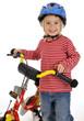 Kleines Mädchen mit Kinderrad und Helm