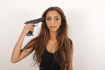 Eine hübsche Frau will sich umbringen