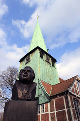 J.A.Hasse Büste vor St.Petri und Pauli Kirche