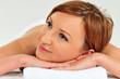 Frau bei einer Massage Behandlung