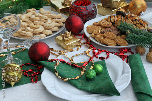 festlich gedeckter weihnachtstisch von racamani lizenzfreies foto 27755264 auf. Black Bedroom Furniture Sets. Home Design Ideas