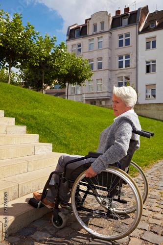 Unüberwindbare Stufen für Rollstuhl