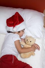 bambino dorme con peluche