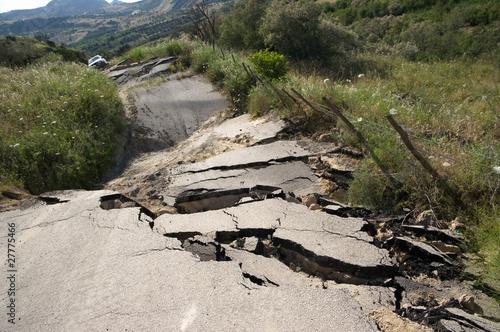 Leinwandbild Motiv Broken Road