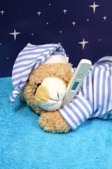 schlafener Teddybär - blauer Hintergrund