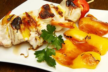 spiedini di pesce con peperoni