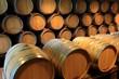 Barrique Holzfässer Weinkeller Rotwein
