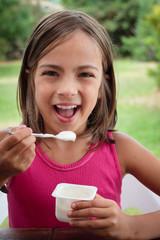 manger un yaourt nature