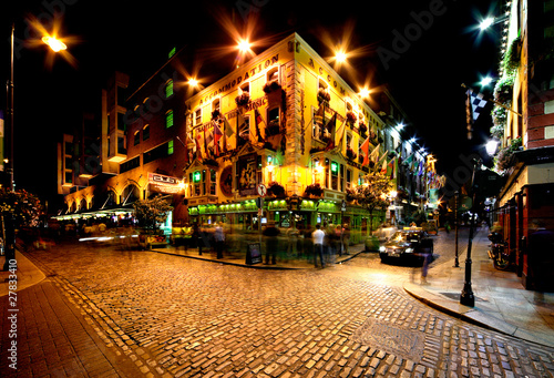 Night view of Temple Bar Street in Dublin, Ireland - 27833410