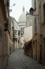 Uliczka w dzielnicy Montmartre - Paryż
