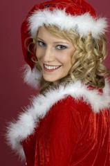 Sexy Frau in Santa Klaus  Bekleidung.