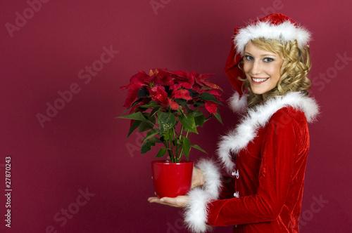 Frau in Santa Klaus Bekleidung.