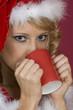 Frau Santa Claus-Milch trinken.