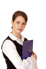 Junge hübsche Frau hält ein Klemmbrett für Inventur