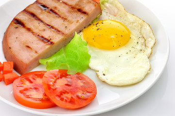 Sliced grilled ham with egg and vegetables
