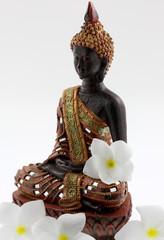 statuette fleurie de bouddha