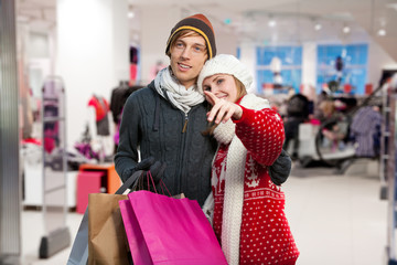 couple buying christmas presents
