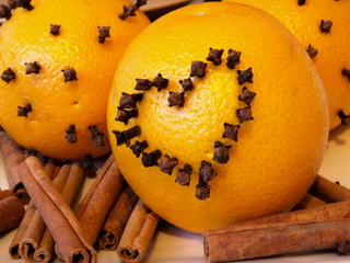 serce w pomarańczy