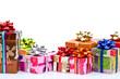 Paquets cadeaux sur fond blanc