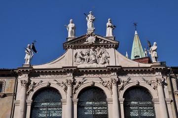 vicenza chiesa di san vincenzo fastigio statue