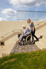 Gefährliche Treppen für Rollstuhl