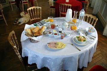 table petit dejeuner chambre d'hotes