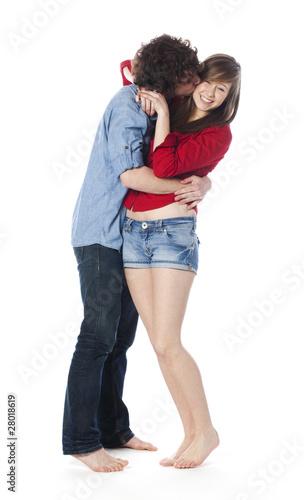 jeune couple d'ados amoureux en vacances