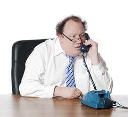 homme d'affaires vieillot au téléphone