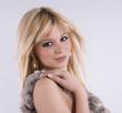portrait jolie femme blonde