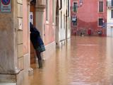 alluvione acqua pioggia esondazione pericolo strada