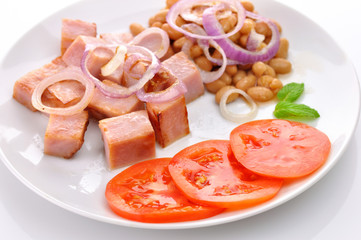 ham with beans and tomatoes