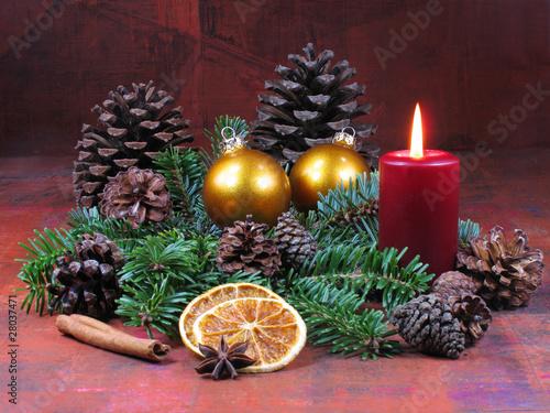 adventsgesteck mit kerze stockfotos und lizenzfreie bilder auf bild 28037471. Black Bedroom Furniture Sets. Home Design Ideas