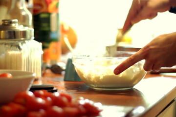 Preparing cottage cheese