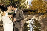 Coppia sposata si bacia