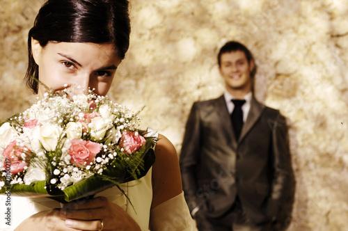 Primo piano di sposa con bouquet