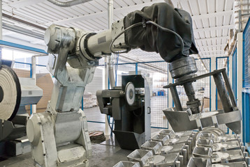 Robot lucida metalli