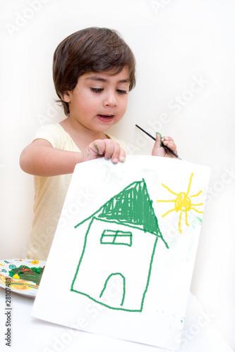 Bambino che disegna una casa con sole immagini e for Disegna i miei piani di casa