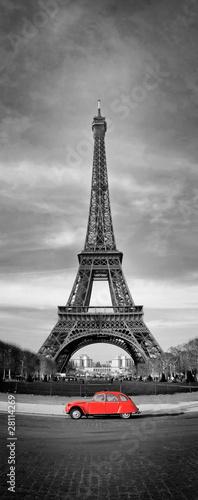 Tour Eiffel et voiture rouge- Paris - 28114269