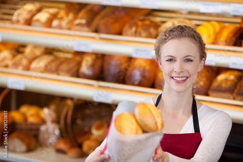 Fotobehang Bakkerij freundliche verkäuferin in der bäckerei
