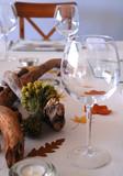 mesa y copas de vino
