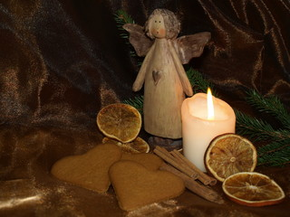 aniołek w dekoracji świątecznej