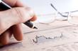 estadisticas de negocios con graficos ,pluma y mano