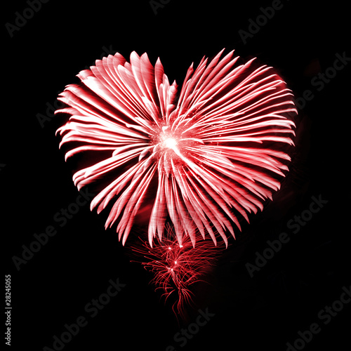 Feu d'artifice coeur rouge
