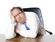burn out d'homme d'affaires épuisé dépressif